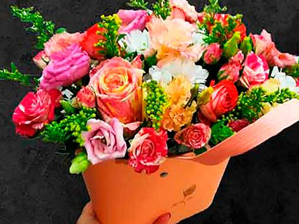 Как выбрать цветы к женскому дню